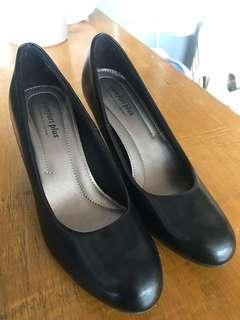 Black Shoes for Women - Stilettos/Pumps