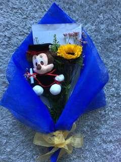 Graduation Minnie bouquet