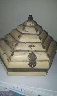 ANTIQUE -IVORY DOME TRINKET BOX