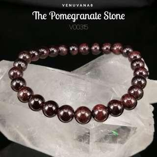 🚚 The Pomegranate Stone Garnet (6mm Bead) Crystal Bracelet-Garnet helps to detoxify blood & regulate blood circulation. It is an excellent stone to cleanse & balance root Chakra.