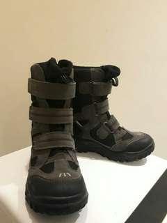 Sepatu Boots AnAk Musim Dingin