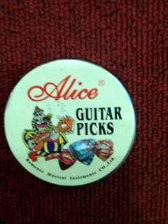Alice pick box with 20 picks