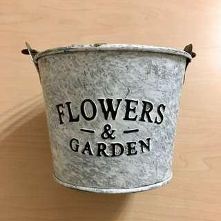 <全新>Flowers & Garden 復古手挽圓形鐡盆(兩色)