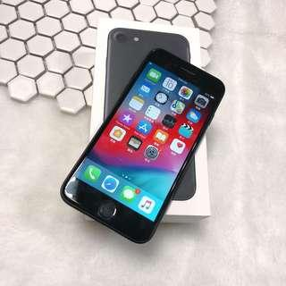 iPhone 7 32g good functionality and with charger