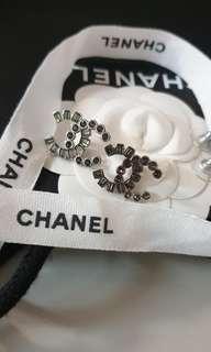 Chanel大LOGO水鑽耳環