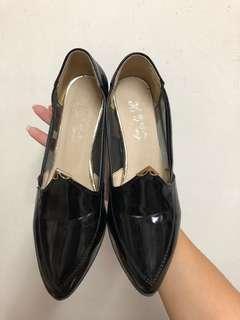 🚚 🙌可議價🙌黑色亮面跟鞋