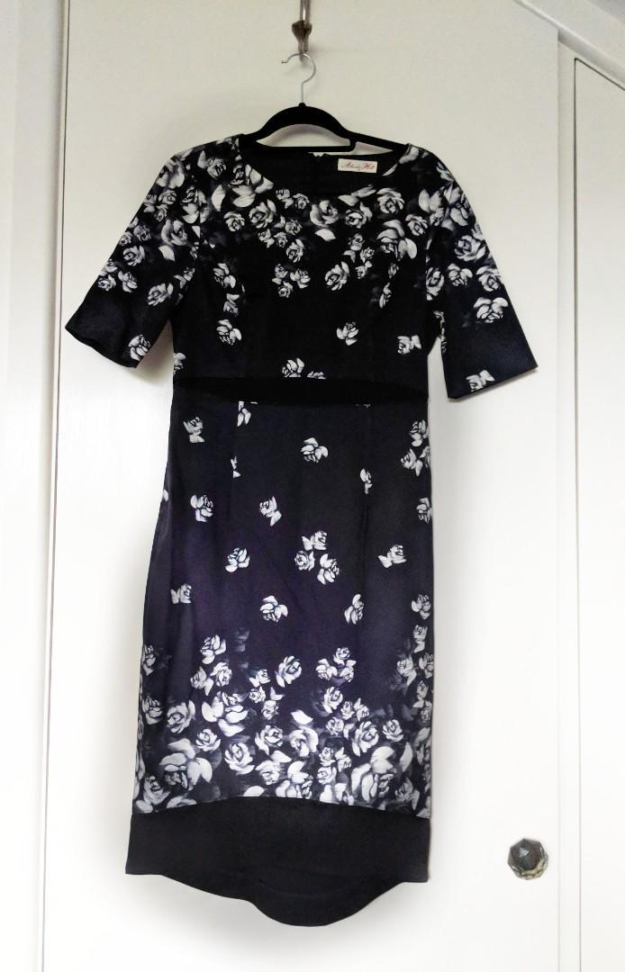 Alannah Hill Dress Size 14 | black white midi roses dress short sleeve stylish flattering
