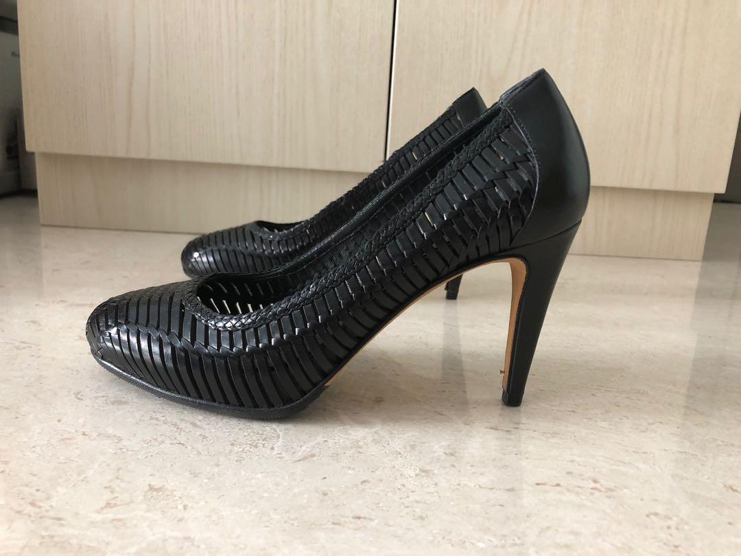 678479a6ee3 Gorgeous Cole Haan Black Weave Heels
