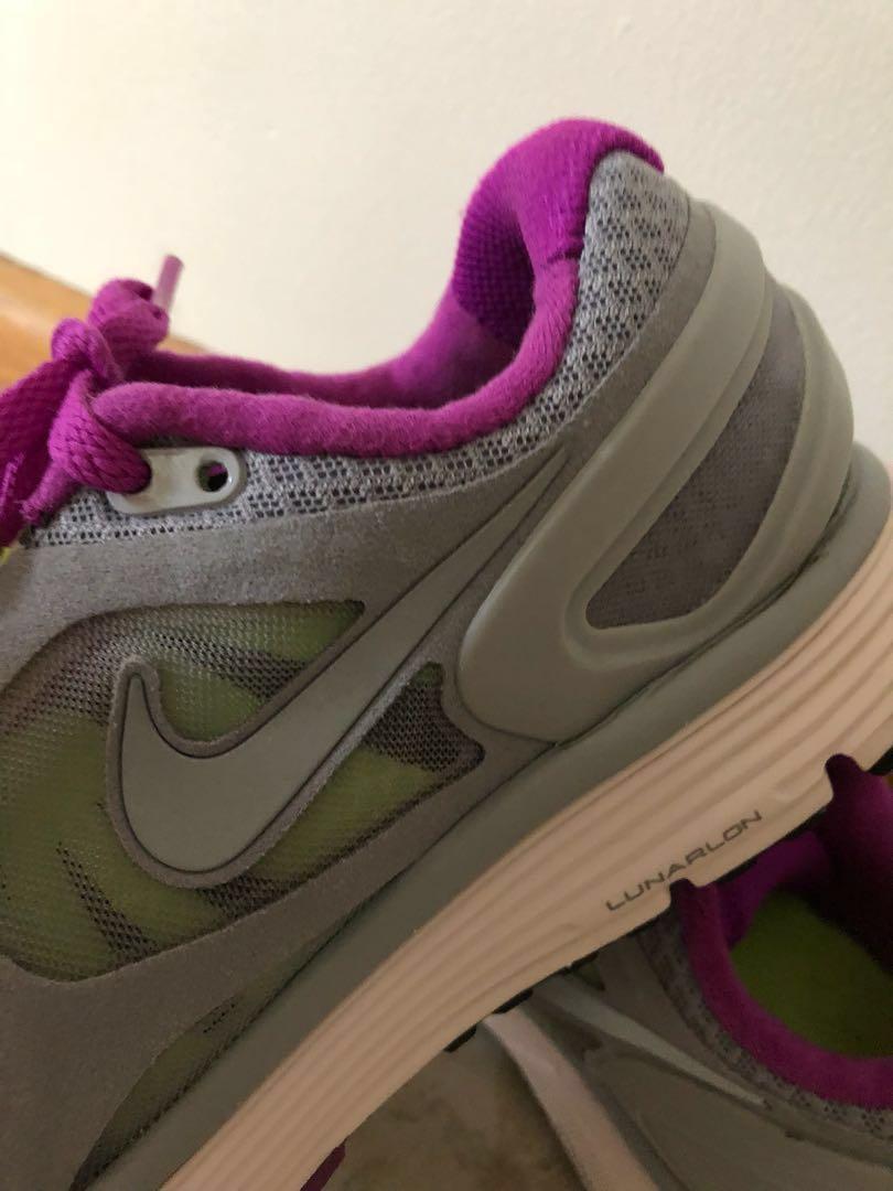 Nike runners grey/pink