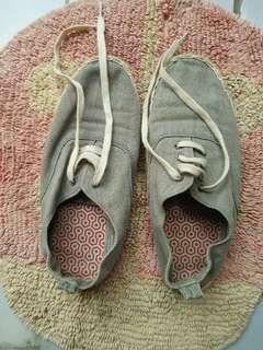 Sepatu pantai