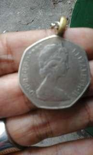 Uang coin elizabeth 11 thn 82