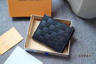 LV Louis Vuitton Multiple Leather Wallet 60895B#22  Bahan kulit (cowhide leather) Kwalitas High Premium AAA Dompet uk 11x9cm (Uk panjang pas di buka 22cm) Berat dengan box 0,2kg  Warna : -Damier Infini Include Box LV Wallet  Harga @250rb