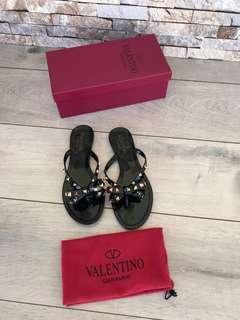 Sandal Valentino 551939, SuperMirror, 35-40  H  @300rb  insole : 35-22.5cm 36-23cm 37-23.5cm 38=24cm 39=24.5cm 40=25cm  Berat 700g