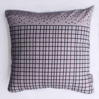 Bantal Sofa Multifungsi Motif White And Black