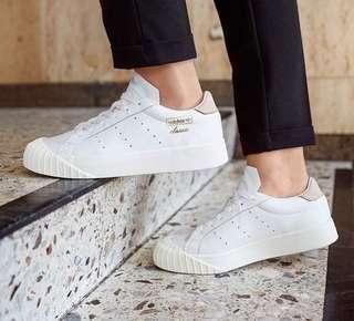 🚚 adidas originals everyn W 白粉