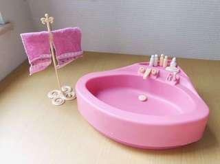 Barbie 浴室場景