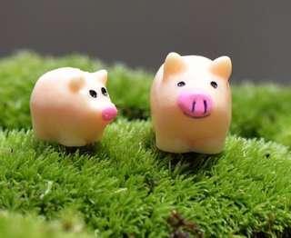 ☘ Terrarium Accessories / Miniature / scrapbooking, gardening deco, photo frame deco, home deco, figurine etc - Set of 2 / 4 cute Pigs