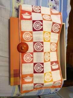 Le Creuset towel set