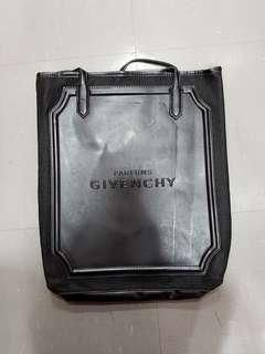 Givenchy Parfums 薄身 仿真皮 單膊 手挽袋 ~ 專櫃VIP贈品