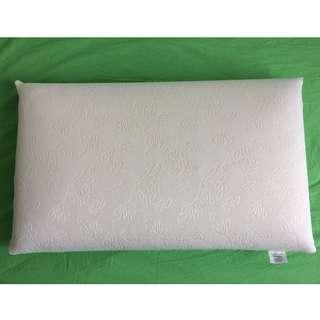 Memory foam pillow with protector (made in Italy)