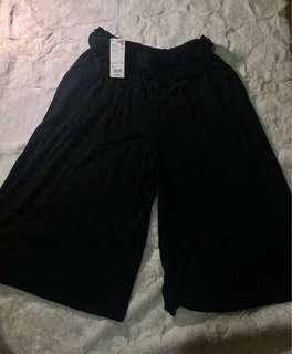 Brand New Uniqlo Belted Wide Cropped Pants