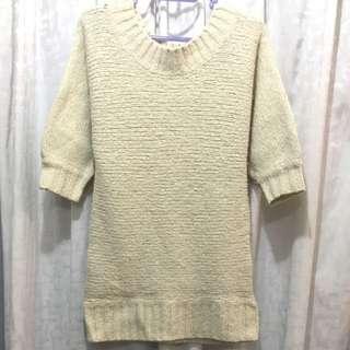 米色中袖毛衣
