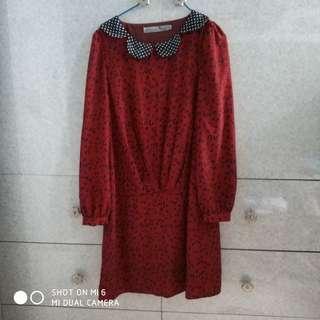 波點領棗紅色連身裙