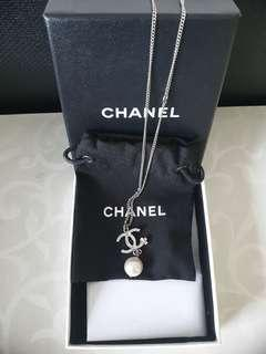 ✔Brand New Authentic CHANEL Classic CC Camelia Pearl Necklace (NAC Receipt)