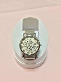 🚚 簡約設計錶