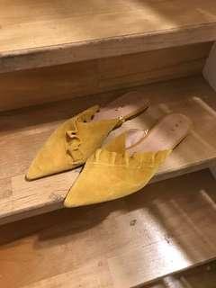 Zara 黃色麂皮荷葉邊裝飾涼鞋