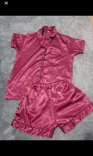 Set piyama maroon gloosy size s