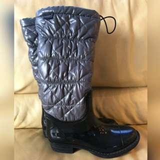 KHOMBU Snow Boots in Black - Sz US 6