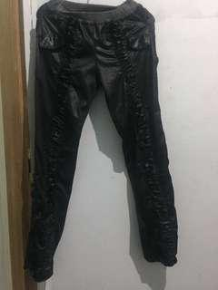 Legging kulit (leather pants) with frill