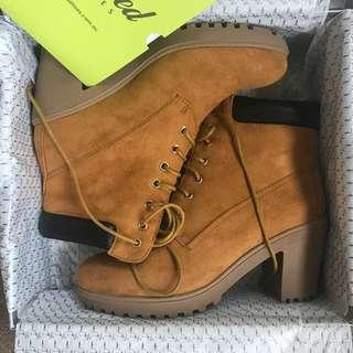 *NEW* Kö Fashion Suede Like boot Heels Size 37