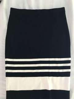 Ever new black and white body fitting knitted skirt
