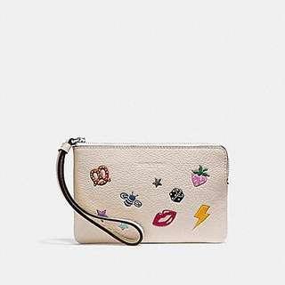 CORNER ZIP WRISTLET WITH ALLOVER MOTIFS limited