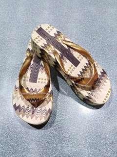 Preloved girl's slip on sandals