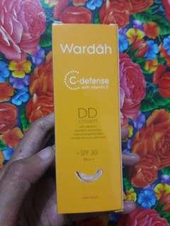 DD cream with Hi-Grade Vitamin C +SPF 30 PA+++
