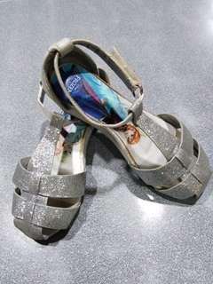 Preloved Disney frozen silver sandals