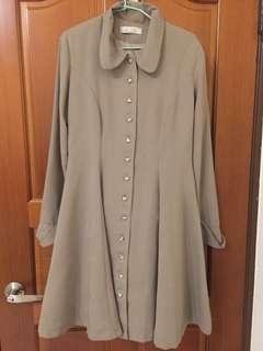 橄欖色長袖愛心排扣洋裝外套