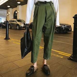 🚚 全新👖版硬挺 高腰 顯瘦 顯高 軍綠色 金屬滾邊 拉鍊 老爺褲 九分褲
