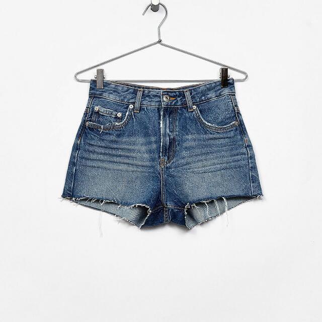 7c57d532ee Bershka Vintage Denim High Waist Shorts, Women's Fashion, Clothes, Pants,  Jeans & Shorts on Carousell