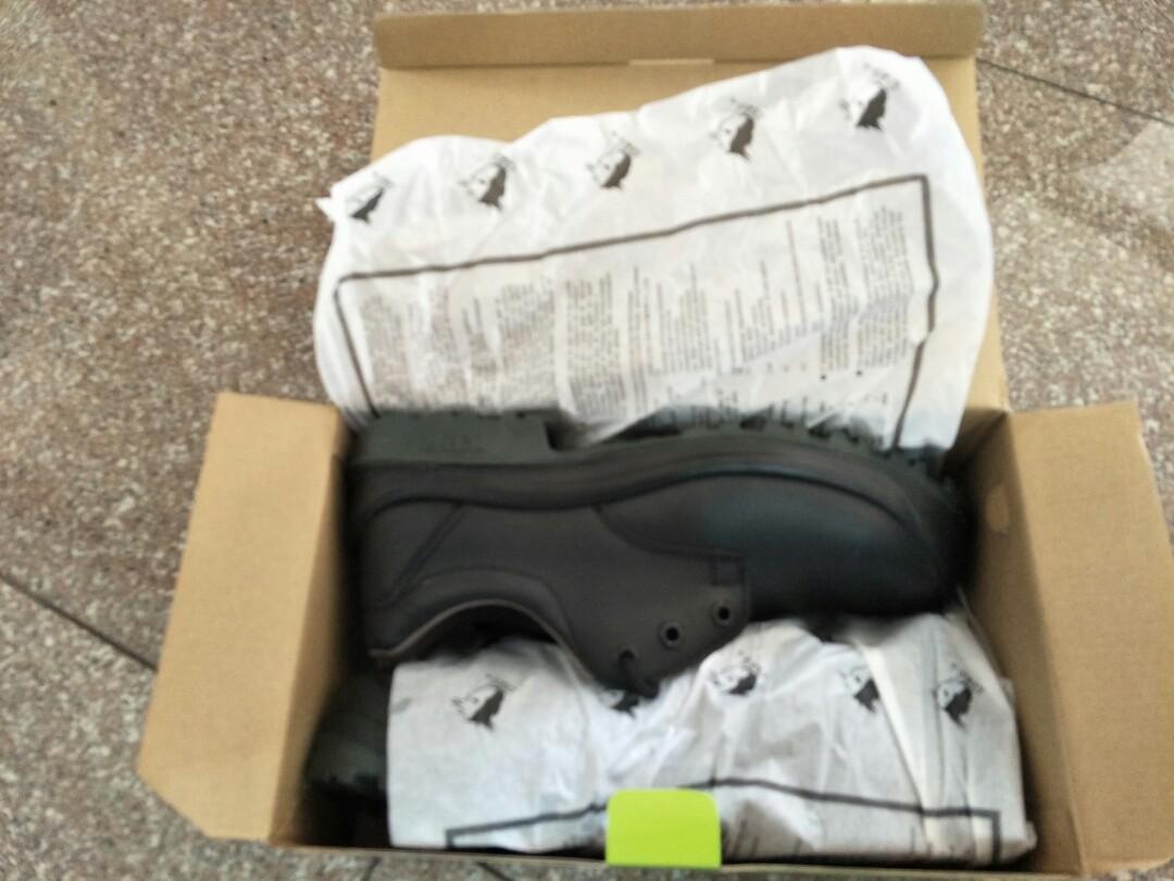 434594f9fa4 King Power low cut steel toe boots