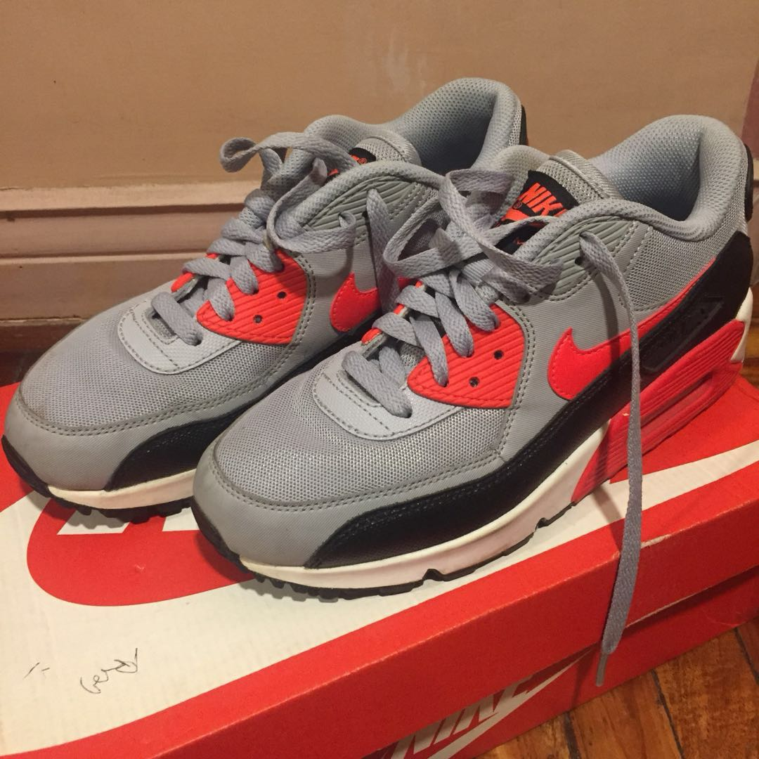 more photos 01bb0 94a6c NIKE WMNS AIR MAX 90 ESSENTIAL, Women s Fashion, Shoes on Carousell