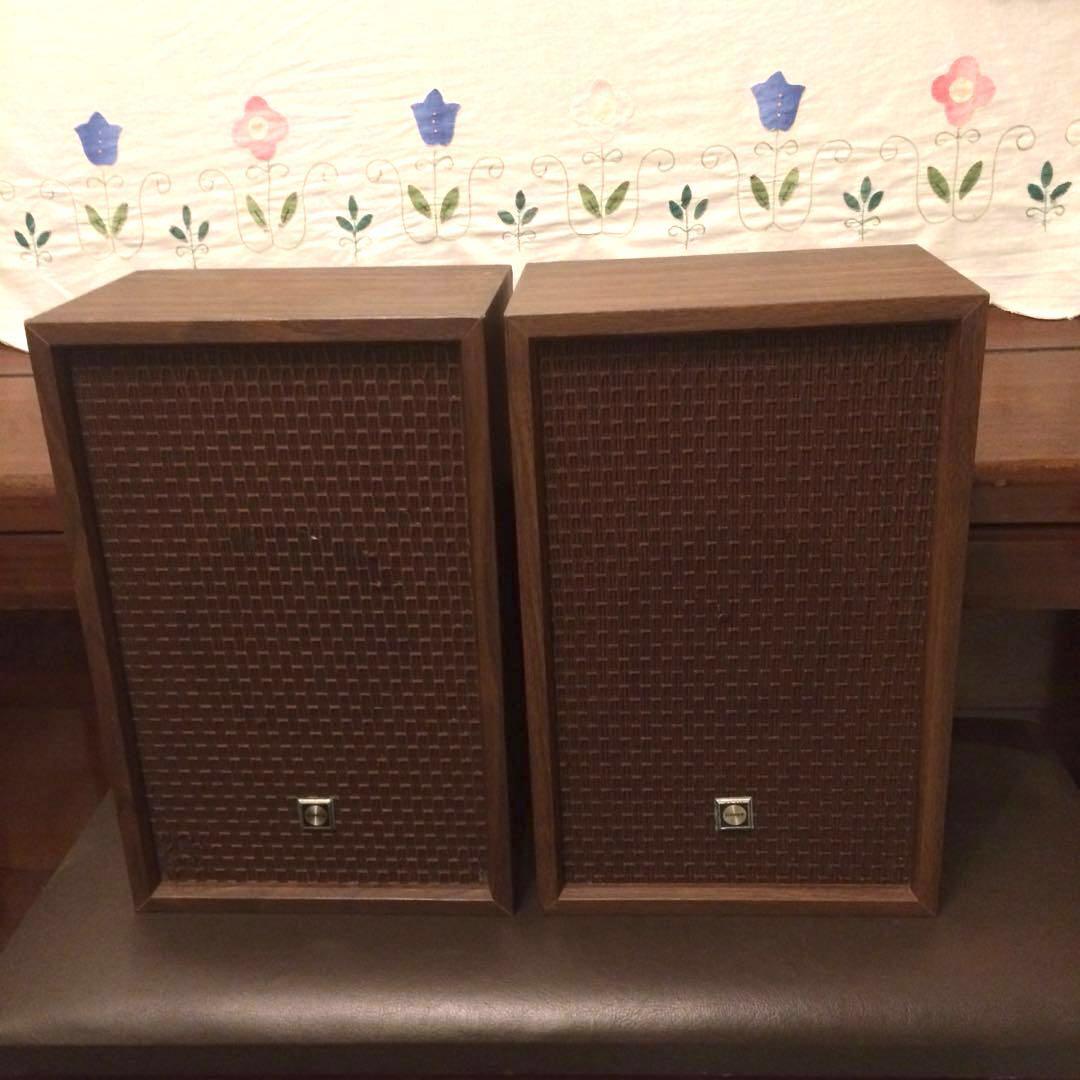 Vintage Sanyo speakers with banana plugs