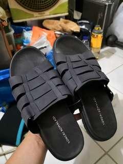 Yongki Komaladi (Sandals) - Ukuran 41