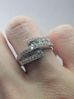 Whitegold diamond ring