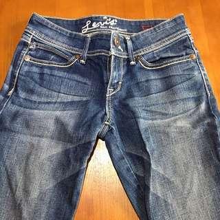 🚚 Levi's 窄管牛仔褲 女裝 二手正品