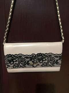 Pre-loved shoulder bag