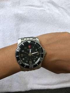 Jam tangan Victorinox swiss army original, dusnya ilang wktu pindhan rumah..beli hrga 6 juta waktu di swiss dijual murah aja